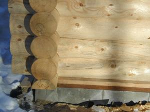 Exterior log-wall saddle corner.
